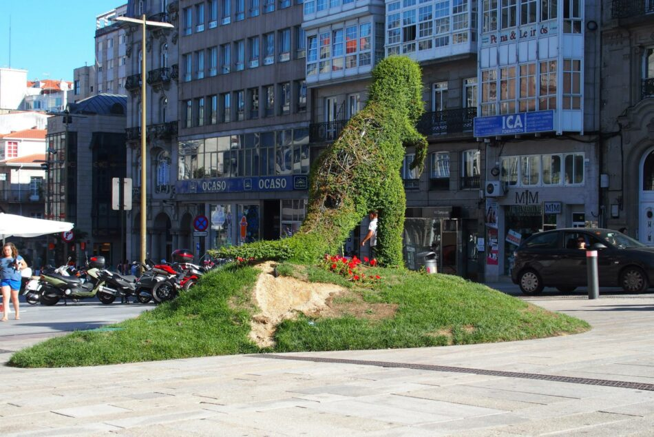 Dinoseto de Vigo: calvo, manco y desdentado