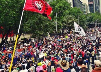 Se mantiene plantón de educadores mexicanos contra reformad