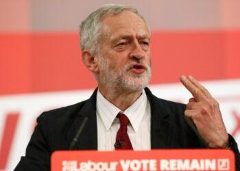 Corbyn destituye a miembro del Laborista por conspiración