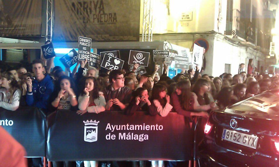 Anonymous se pasea por alfombra roja del Festival de Cine Español de Málaga