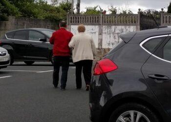 El BNG denuncia a dos ediles del PP por «acarrear» ancianos para votar