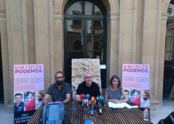 Cayo Lara: «Si el PSOE se quiere enterrar tiene que ir a la gran coalición que le propone el poder económico»