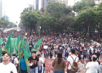 Maestros de México marchan por diálogo verdadero con Gobierno
