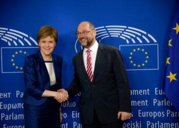 """La Comisión Europea con un guiño a la Primera Ministra escocesa que rechaza el BREXIT: """"Escocia se ganó el derecho a ser escuchada en Bruselas"""""""