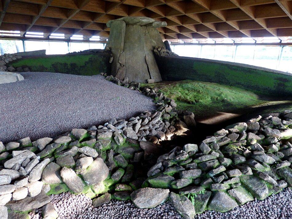 La medición de las condiciones ambientales del Dolmen de Dombate confirma los problemas de humedad derivados de la masificación del monumento