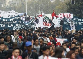 """Chile: Estudiantes convocan movilizaciones y piden conocer """"contenido total"""" de la Reforma"""