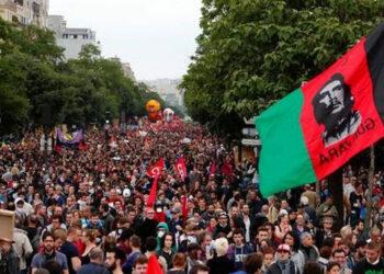 En medio de una huelga general y protestas, el Senado francés aprueba una versión más dura de la reforma laboral