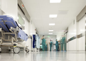 Podemos Andalucía exige medidas urgentes y más presupuesto sanitario para erradicar la 'mendicidad clínica'