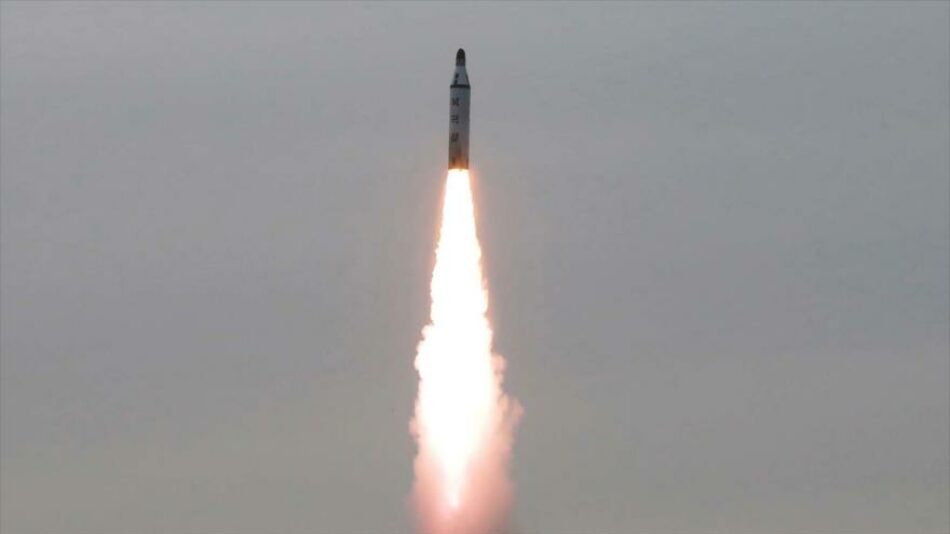 Corea del Norte lanza un misil balístico de propulsión submarina