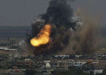 Aviones israelíes bombardean una aldea en la Franja de Gaza