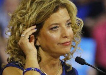 Renuncia líder demócrata tras filtración de Wikileaks