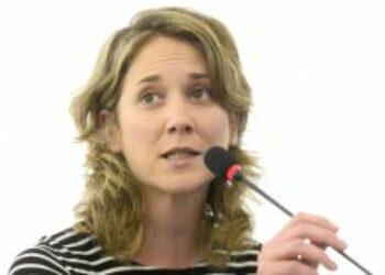 Marina Albiol considera que «no basta» con que el acuerdo comercial entre la UE y Canadá (CETA) sea ratificado por los parlamentos «sino que debe someterse a referéndum»