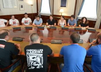Podemos se reúne en el Congreso con los mineros de Astur Leonesa