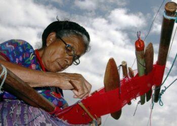 Guatemala: Tejedoras exigen ley sobre textiles artesanales