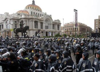 Maestros mexicanos condenan amenaza del Gobierno de dispersar sus protestas