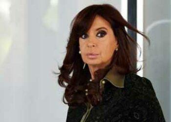 En medio de ataque judicial, Cristina Fernández vuelve a Buenos Aires