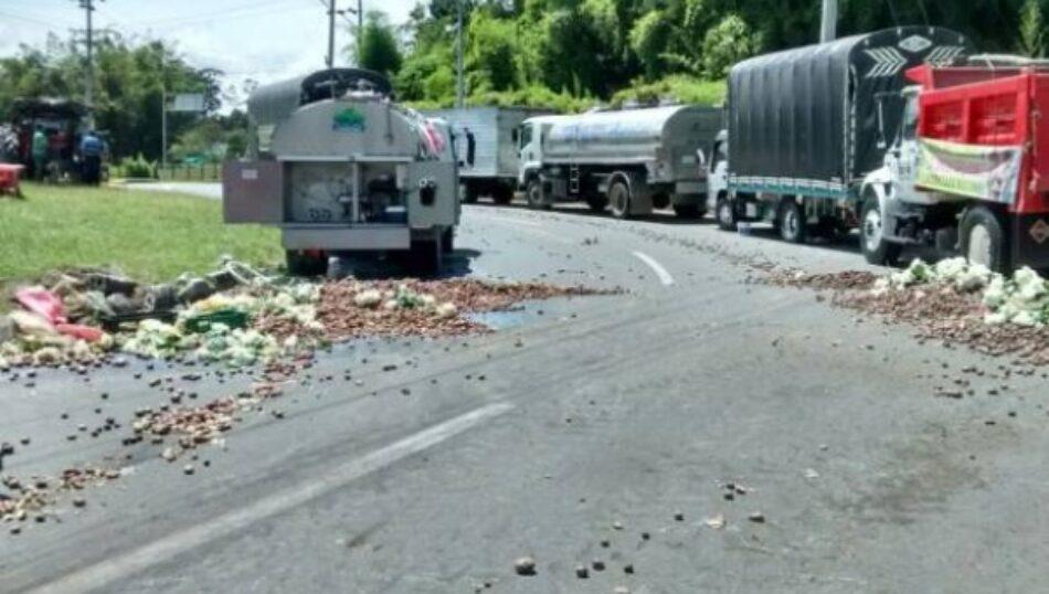 Campesinos colombianos protestan en apoyo a paro de camioneros