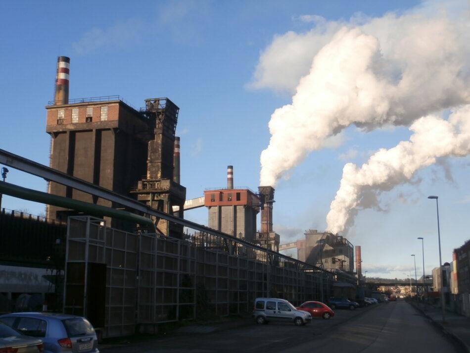 Entregan en Avilés 8.290 firmas contra la contaminación del benceno