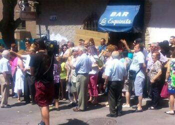 Vecinos de Vallecas y Cuacos de Yuste (Cáceres) protestarán ante la inmobiliaria que quiere cerrar La Esquinita
