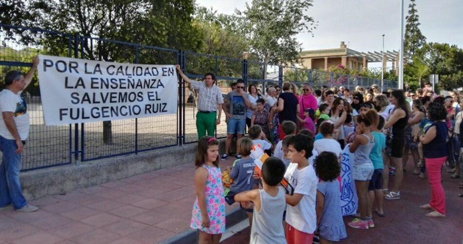 Concentración en el CEIP Fulgencio Ruíz (San Javier) para reivindicar una nueva línea de 3 años de infantil