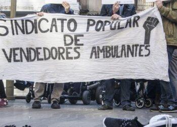 La CUP sobre la nova ofensiva de l'Ajuntament de Barcelona contra els venedors ambulants i sobre el tancament del CIE de la Zona Franca