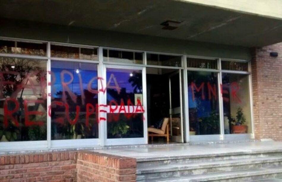 Argentina: militantes sociales y populares se solidarizaron con los trabajadores de la fábrica RB, frente a un impresionante cerco policial