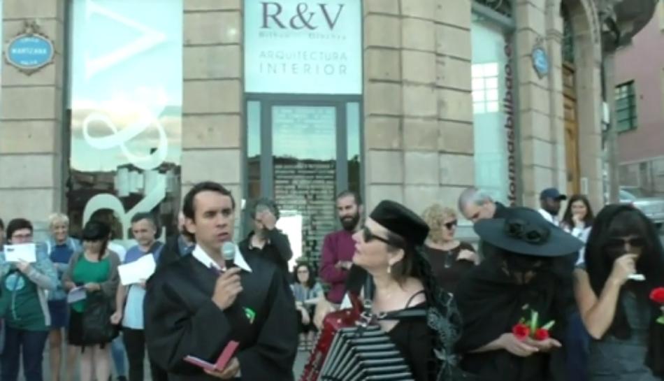 SOS Racismo: «marcha fúnebre por la desaparición de un banco»