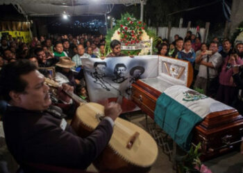 México: Funeral mixteco para profesor de la CNTE