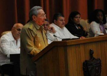 """Raúl Castro: """"Frente a las dificultades y amenazas no hay espacio para las improvisaciones y mucho menos para el derrotismo"""""""