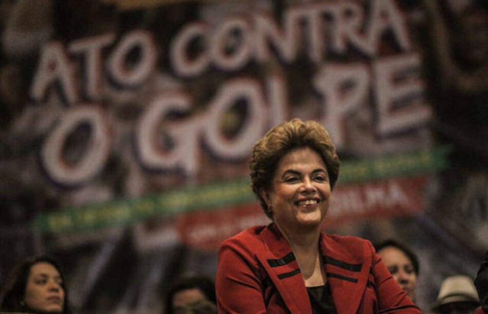 """Dilma: """"La defensa de la democracia exige lucha diaria"""""""