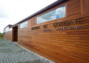 Critican la realización de un concierto de música folk en el Centro Arqueológico del Dolmen de Dombate