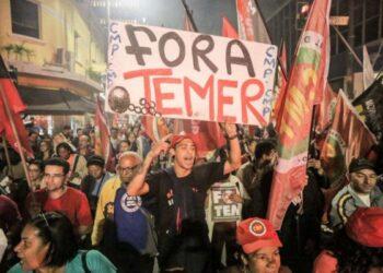 Brasil: Mientras el Senado aprobaba continuir juicio a Dilma, en la calle hubo grandes protestas y reprimieron a indígenas y petroleros