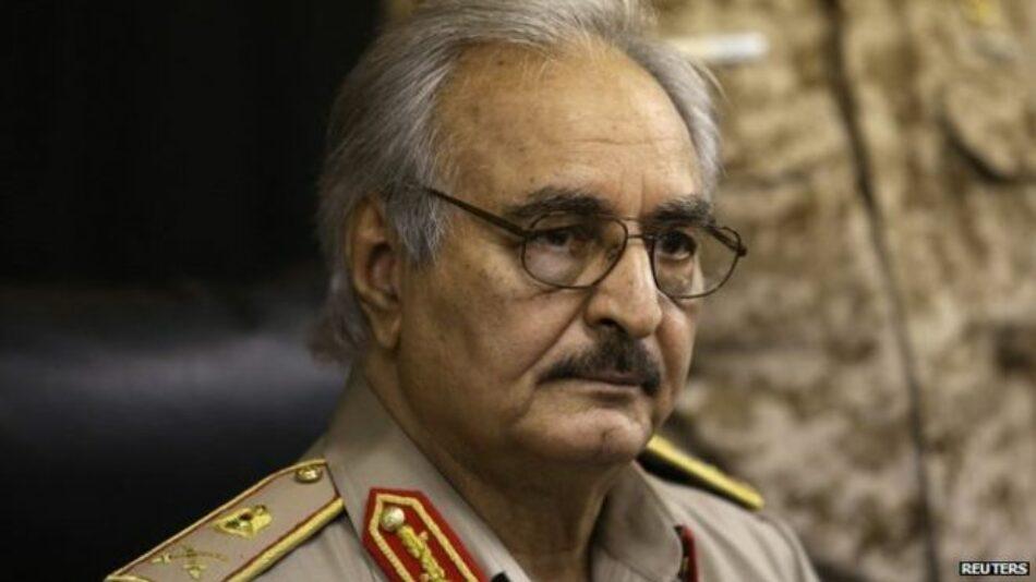 Antiguo oficial apoyado por la CIA amenaza planes de EEUU en Libia