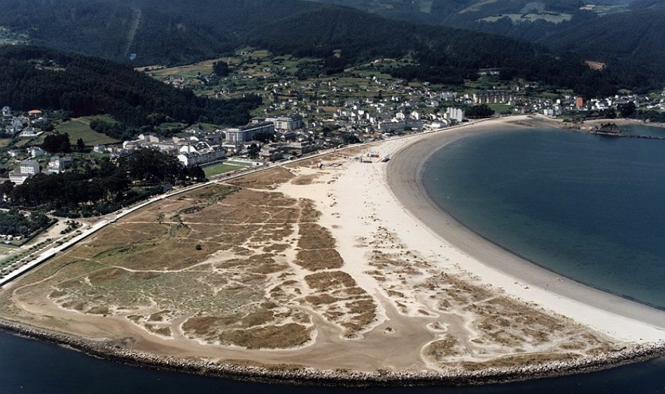 En Marea demanda ao Goberno no Congreso medidas para a recuperación da praia luguesa de Covas