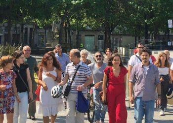A candidatura de «A Marea do Pobo» encabezada pola diputada de AGE Eva Solla e Juan Fajardo presentose hoxe en Vigo ás primarias de En Marea para «contribuir ao afianzamiento da esquerda política e social en Pontevedra»