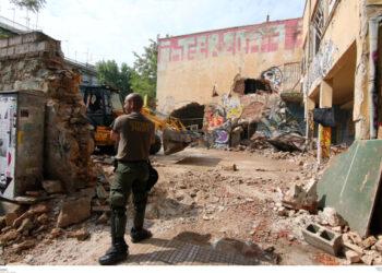 Desalojados tres centros ocupados en Tesalónica que estaban destinados a los refugiados