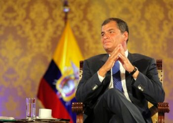 Correa: Derrotaría a la oposición de ser candidato en 2017
