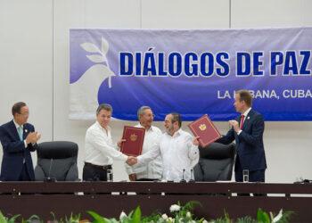 Izquierda Unida celebre el «acuerdo histórico» entre el gobierno colombiano y las FARC-EP