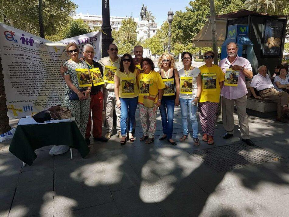 Víctimas del robo de bebés siguen reivindicando sus derechos en Sevilla