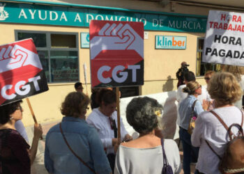 El Ayuntamiento de Murcia pretende sancionar económicamente a la concesionaria de ayuda a domicilio mientras la plantilla sigue sin cobrar