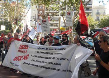 La CGT protesta amb dues concentracions davant la seu de l'ONCE a València contra la sanció a un afiliat