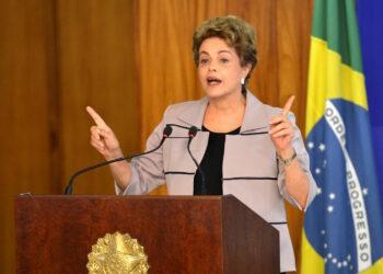 """Marina Albiol denuncia que """"asistimos en Brasil a la consumación de un golpe de Estado perpetrado por corruptos y oligarcas"""""""