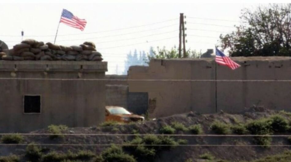 Comandos de Estados Unidos instalan base en Siria e izan su bandera