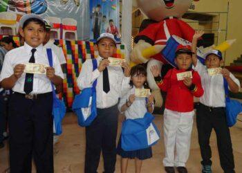 Bolivia: destinan 68 millones de dólares a pago de bono escolar