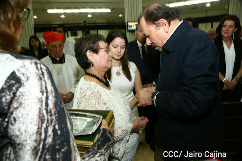 Daniel y Rosario participan en sesión solemne de honras fúnebres del Compañero René Núñez Téllez