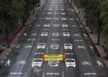 Activistas de Greenpeace transforman una céntrica calle de Madrid para ejemplificar un modelo de ciudad sostenible y con menos contaminación