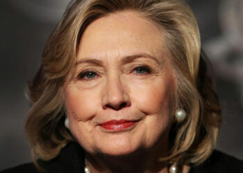 EE.UU: Clinton con ligera ventaja sobre Trump, según encuestas