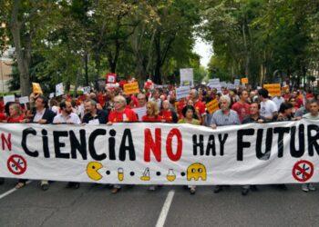 La ciencia española sale del laboratorio para protestar contra los recortes