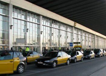 El 'Grupo del Cambio' en el Senado presenta una moción para mejorar el servicio de taxi en el aeropuerto de Barcelona