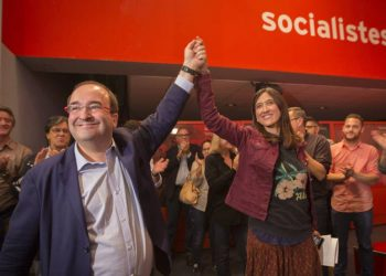Aumenta la fractura del PSOE por el No del PSC e IS al PP